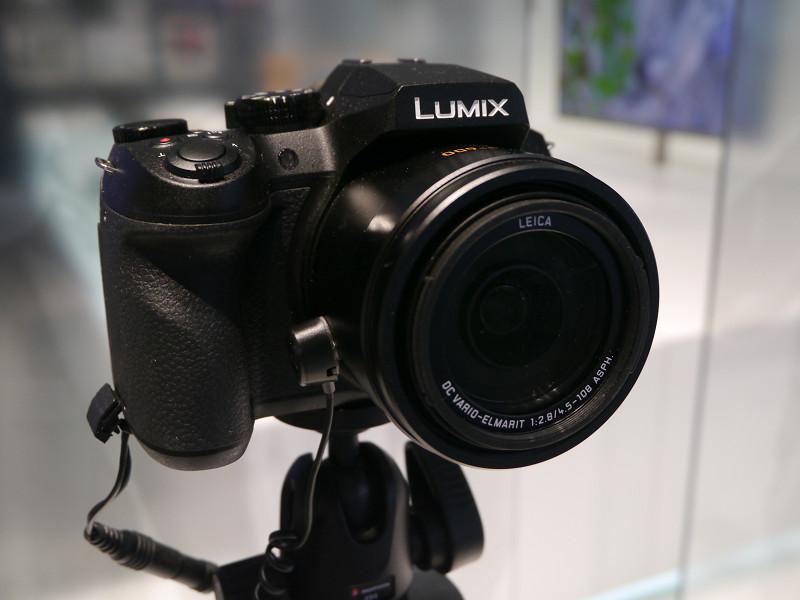 今秋発売予定のレンズ一体型デジタルカメラ「FZ300」