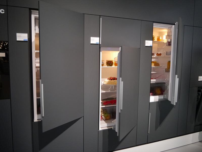 キャビネットに組み込んだ冷蔵庫など