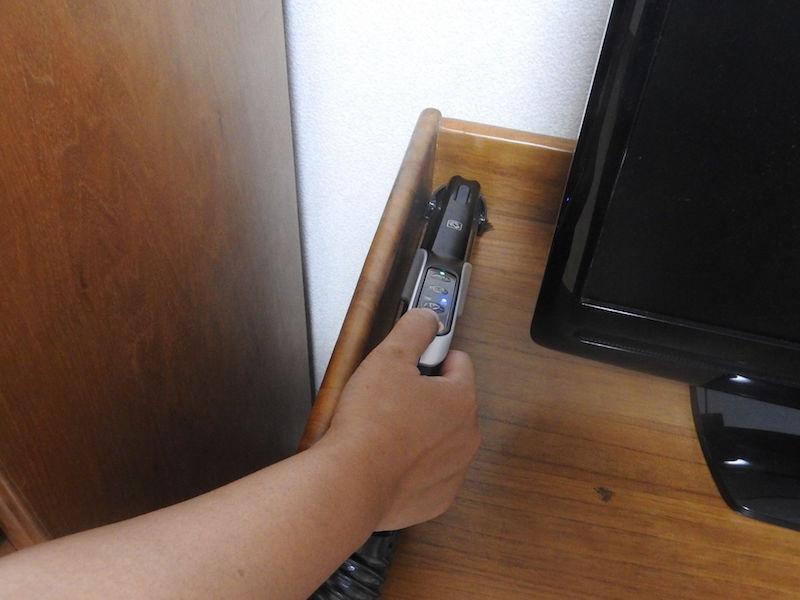 棚の上の掃除もパイプにあるブラシを出せば簡単にできる