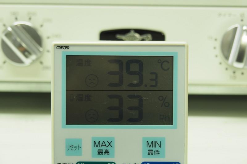加熱終了時点でトースター前10cmの温度は39℃に。使用時の熱は非常に強いと感じた