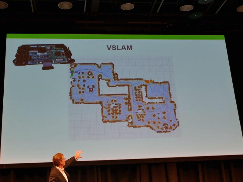 ルンバ980に搭載しているVSLAMでは、カメラを用いることで解像度の高いマップをリアルタイムに作成。自分が今どこの場所にいるかも認識する