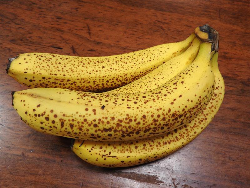 なるべくまっすぐで太めなバナナがおすすめ。この程度まっすぐなら大丈夫