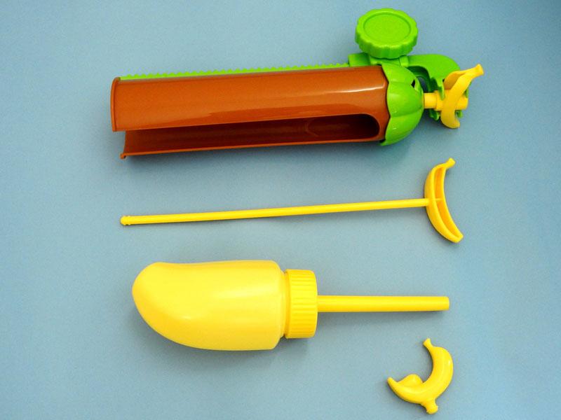 セット内容。上から本体、おそうじスティック、ホイップボトル、バナナカッター。本体はさらに細かく分解して洗うことが可能