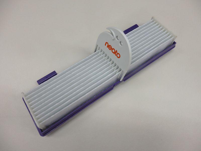 ダストボックスにつけられたフィルター部のゴミをかき出すクリーニングツールも新たに搭載されている