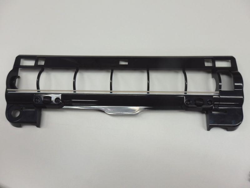 毛足の長いカーペットやラグでの走行性能を上げるために改良された新型のブラシガード