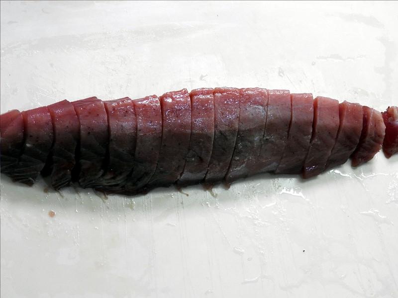さしみ(半解凍)はお見事。包丁がスッと入るほどの解凍で、細いところも煮えていない