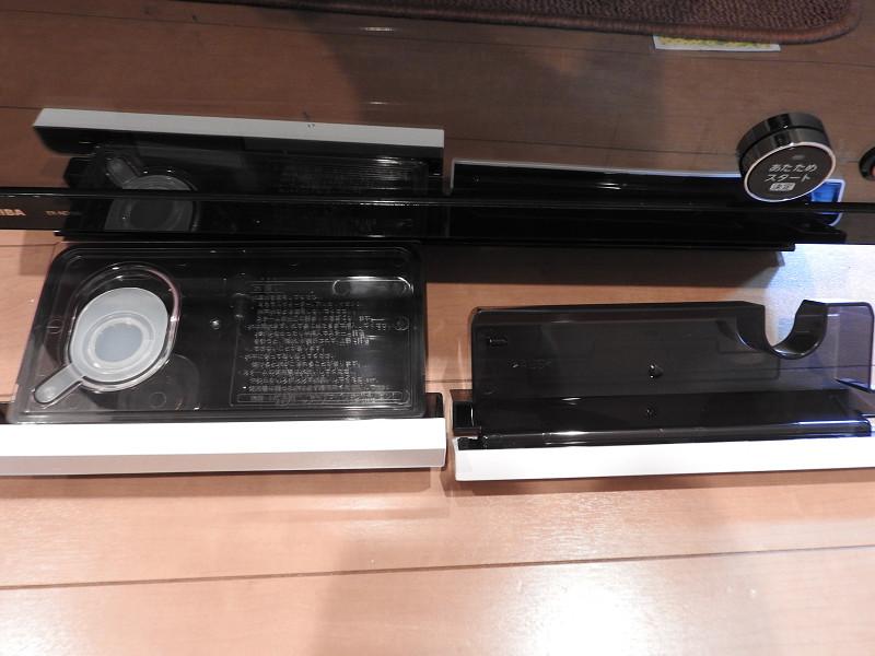 左が給水カセット、右が水受け