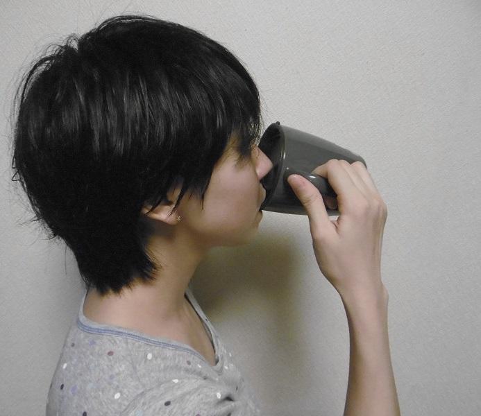 飲み口の中央が凹んでいるので鼻が当たりにくい