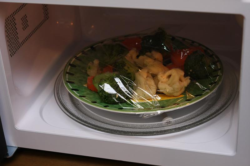 電子レンジと言えば、冷めたご飯やお弁当、飲み物を温めるだけ。煮炊きはできても、焼き物はできない