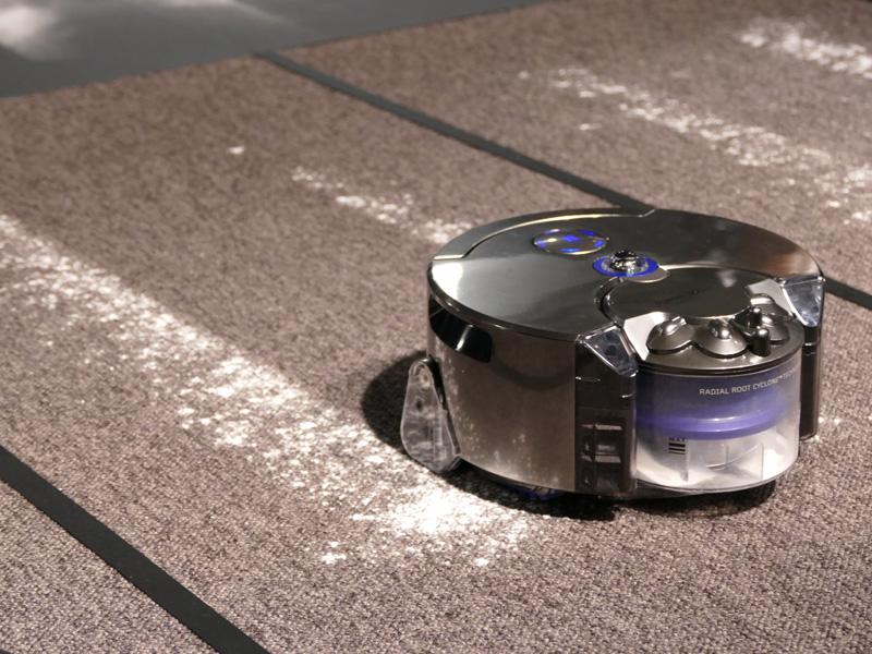 一般的なロボット掃除機で採用されているサイドブラシは搭載していない