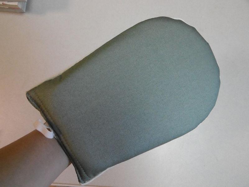 アイロンに触れる面はセラミックス加工されている。熱が逃げにくいという