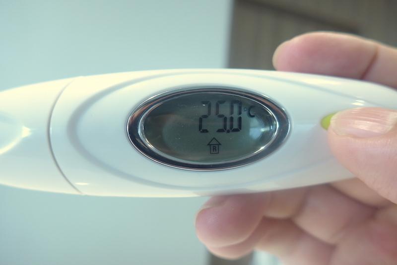 電源OFFの状態で、電源ボタンを長押しすると体温以外を計れるようになる