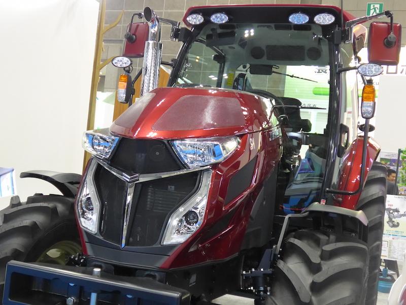 ヤンマーは、最新トラクターに自律走行機能を搭載させた実証機を展示