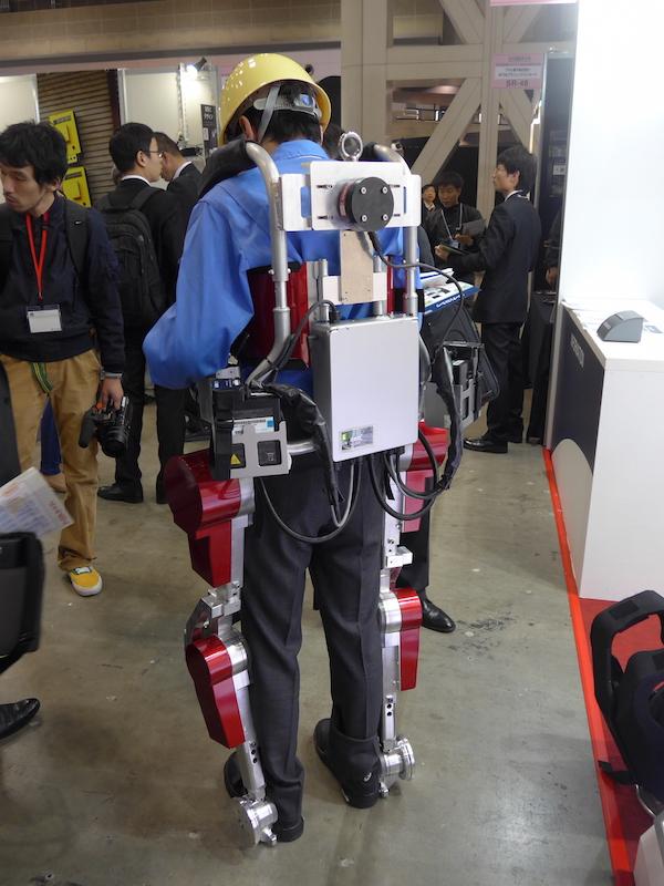 三菱重工業の40kg相当の重量を負担してくれるパワーアシストスーツ