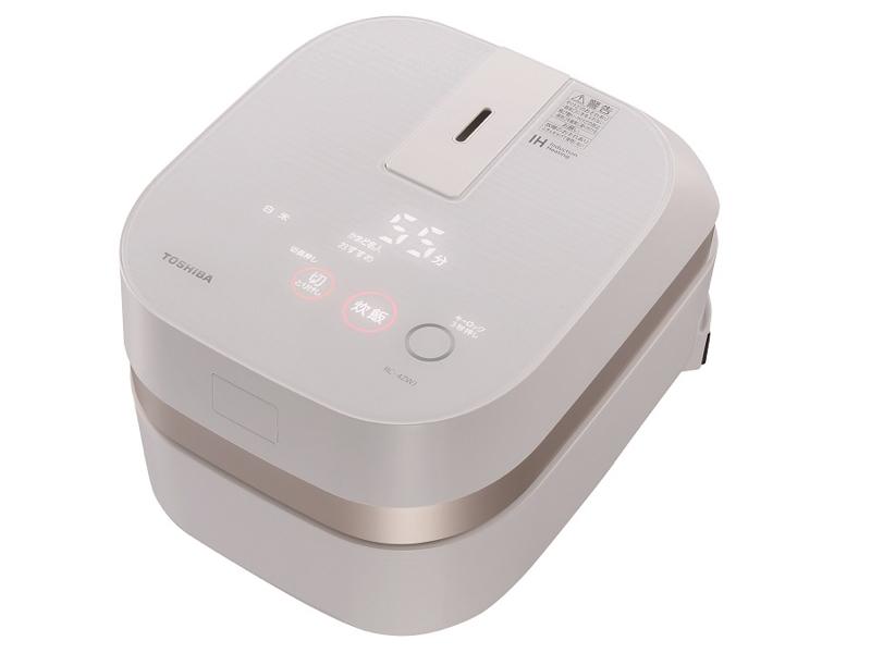 """「備長炭かまど本羽釜」を採用したIHジャー炊飯器の2.5合炊きタイプ。3.5合以下の小容量クラスで最高の消費電力1,000Wの高火力を実現。操作部には静電タッチパネルを採用する。<a class="""""""" href=""""http://kaden.watch.impress.co.jp/docs/column_review/kdnreview/20150928_721941.html"""" target=""""_blank"""">東芝ホームテクノ「備長炭 かまど本羽釜 RC-4ZWJ」</a>実勢価格:86,140円"""