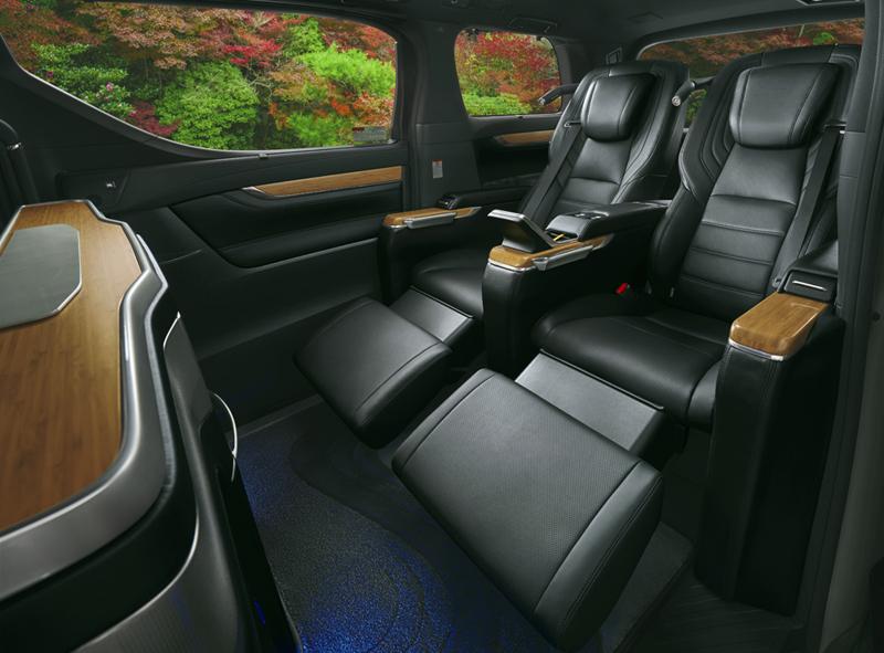 「車載用リラクゼーションシート」は、リヤキャビンに設けられた2席の専用VIPシートに搭載される