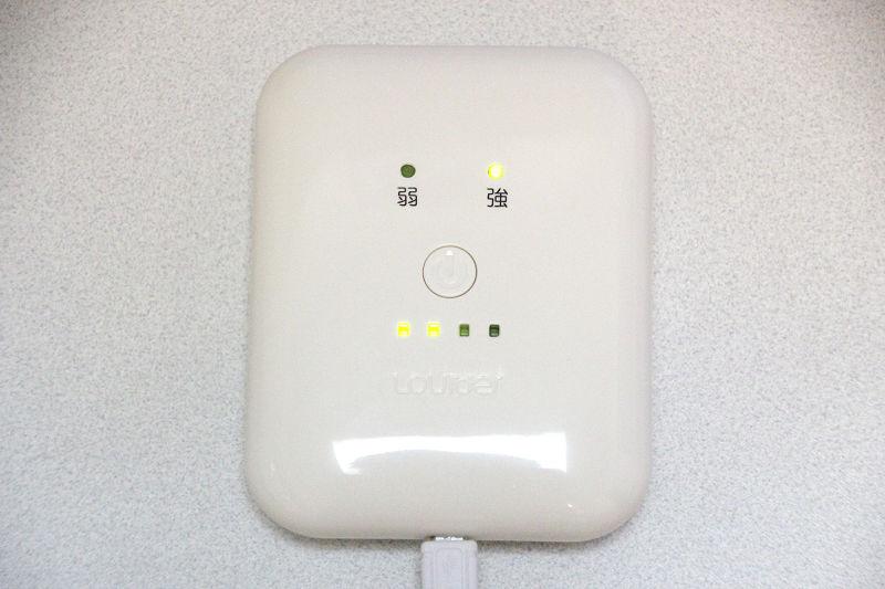 バッテリーは操作部と一体になっている。温度は「強/弱」の2段階で設定できる