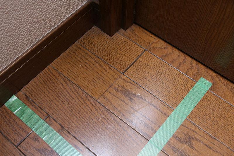 廊下左奥。ここまでキレイに隅っこを掃除できるのはスゴイ!