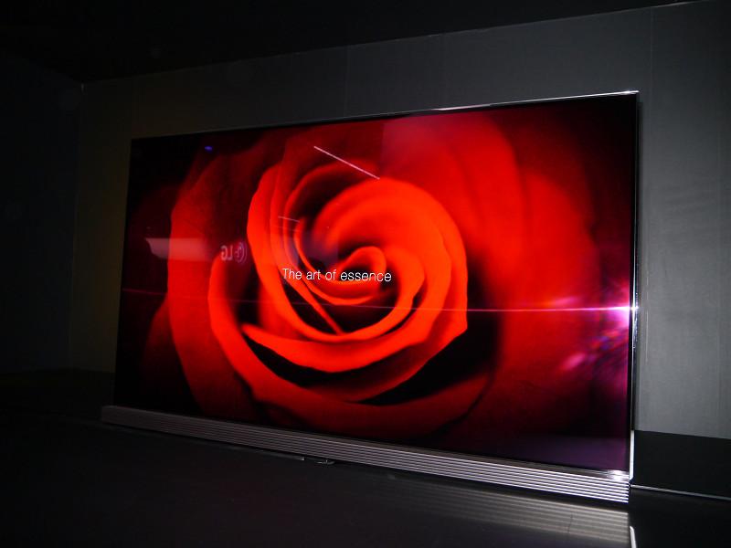 薄さ2.57mmを実現したUltra HD Premium規格に準拠した有機ELテレビ。LG SIGNATUREによるもの