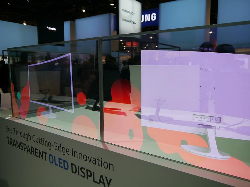 透明型有機ELディスプレイも展示。BtoBでの利用を提案する