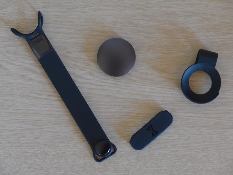 ベルト型とクリップ型、2種類の固定器具が付属