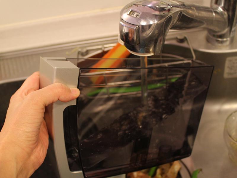 水タンクも定期的に洗浄する