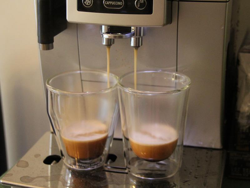 あとは抽出ボタンを選ぶだけ。一度に2杯のロングコーヒーを抽出することも可能