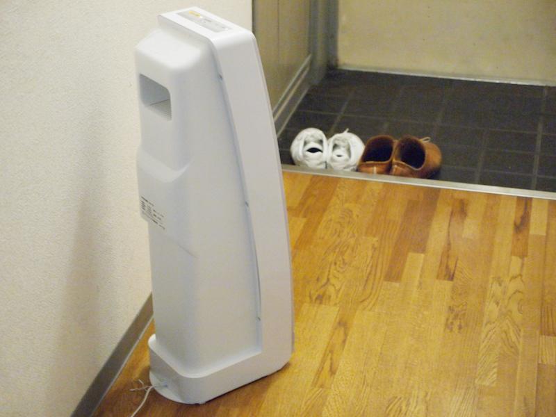 強力な空気清浄機を置いて、玄関をちょっとしたエアーシャワー室にする
