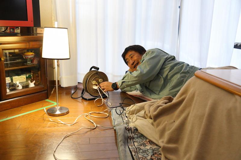 ここまでくればもう安心。あとはコタツの電源をON! 日本人に生まれてよかったぁ〜♪