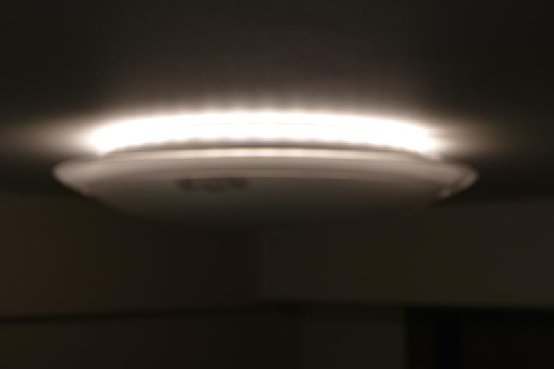 上部の照明のみをONにした状態