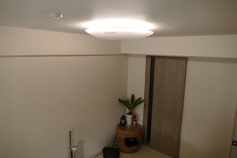 ひろびろ光機能を使ったところ。壁や天井まで明るくなる