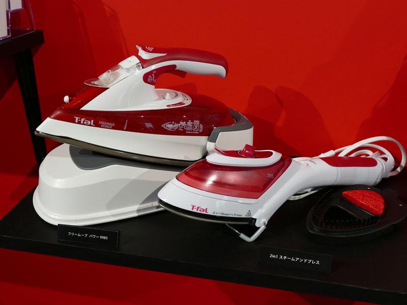 アイロンやスチーマーの新モデルも展示されていた