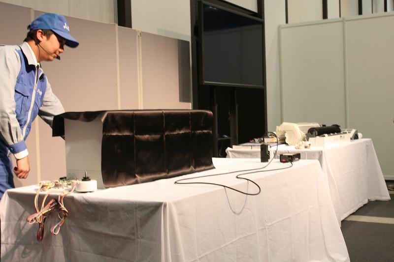 黒い布きんをかけられた「FZシリーズ」。静岡工場で今朝水揚げされたヤツだけに活きのよさがちがう!