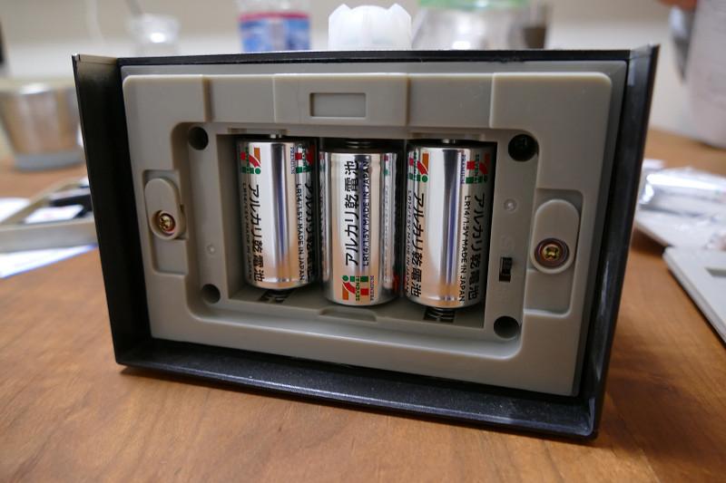 電源は別売りの単二形アルカリ乾電池3本