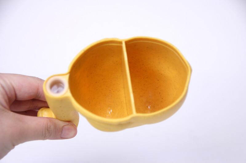 カップ1杯でお米1合分、半分だけに入れれば0.5合分を計量できる