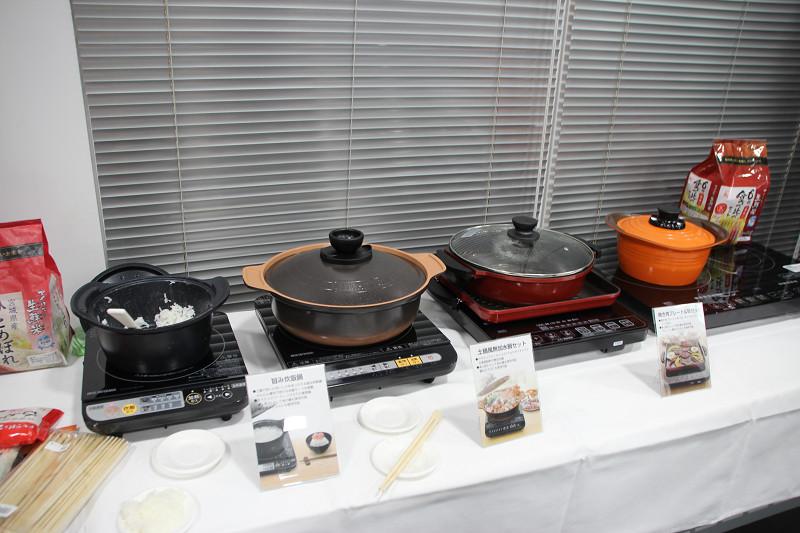 卓上タイプや炊飯鍋も展示されていた