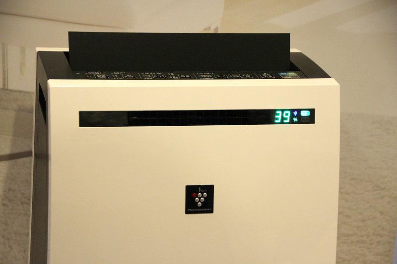 「ホコリ/ニオイ/湿度/温度/照度」の5つのセンサーを備える