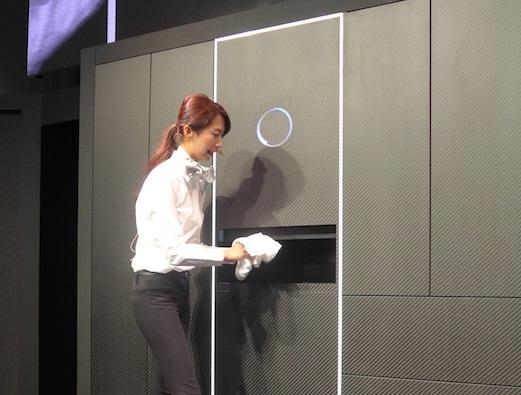 全自動洗濯物折畳み機「laundroid」コンセプトモデル