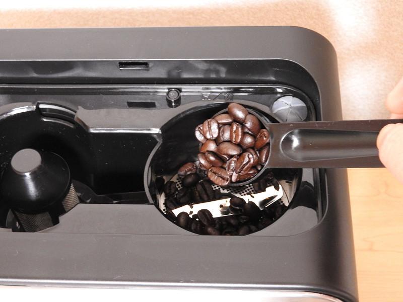 お気に入りのコーヒー豆を入れる
