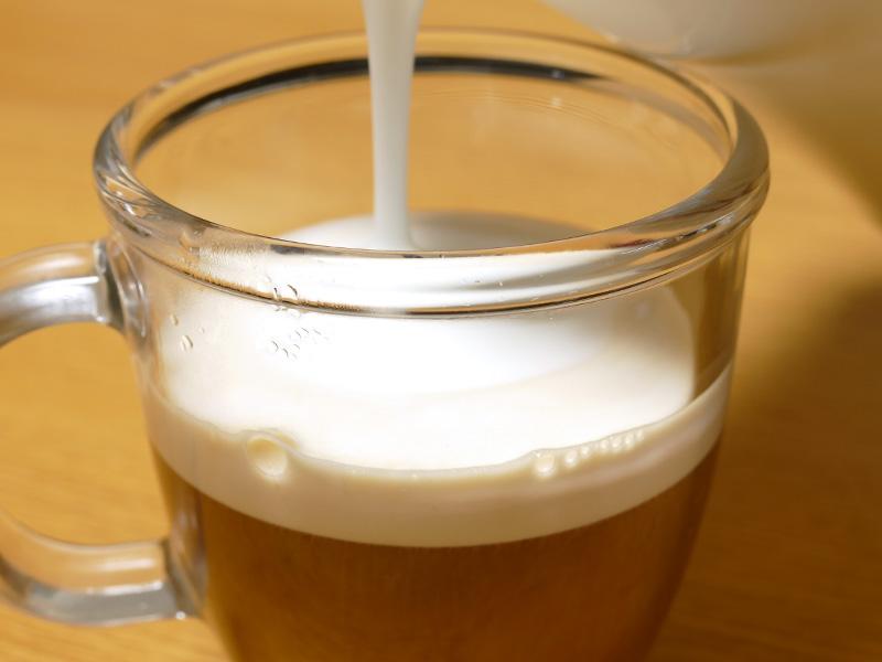 濃い目に淹れたコーヒーに注げば、あっというまにカプチーノの完成だ
