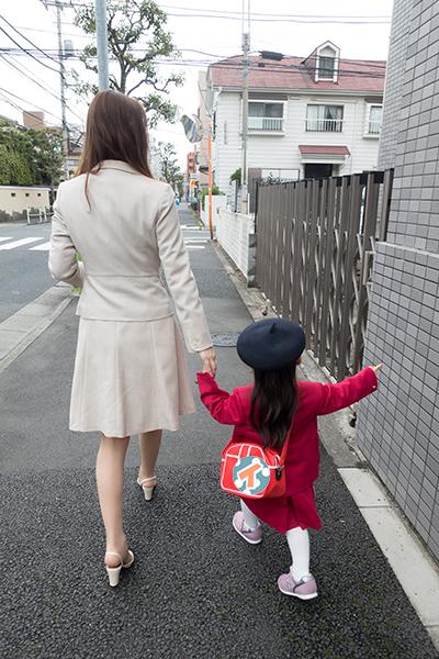幼稚園が近づくにつれてテンションが上がりまくる娘。物怖じしないってのはいいことだ