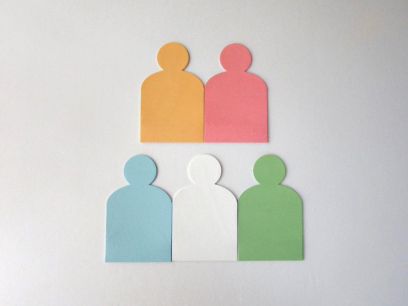 1パックは、イエロー、ピンク、ブルー、ホワイト、グリーンの5色ミックス。1束6枚×5色セットです