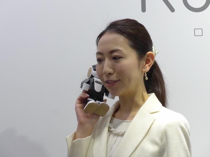 携帯電話として使える人型ロボット「RoBoHoN(ロボホン) SR-01M-W」