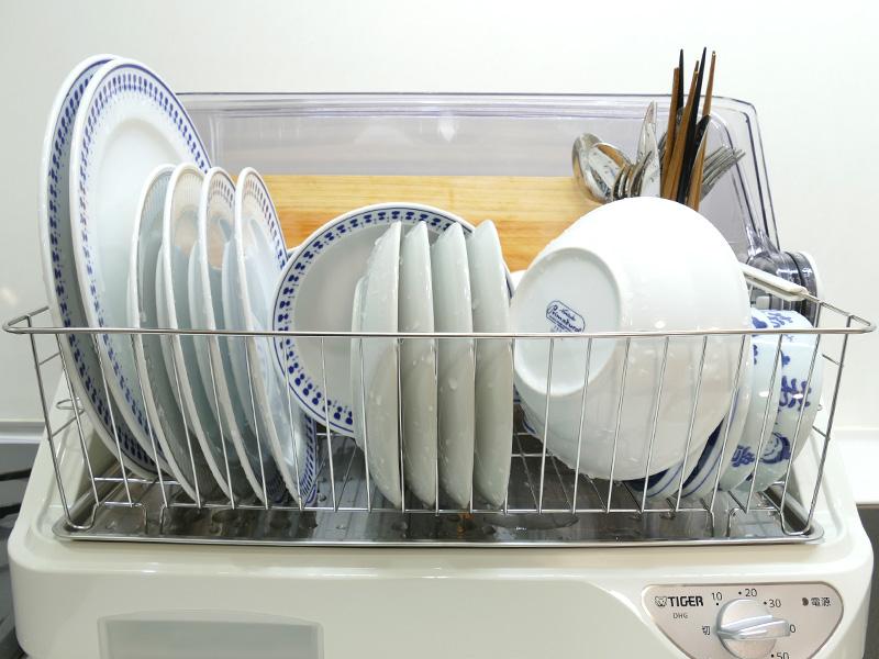 ボウルは最後に他の皿にかぶせるように置く