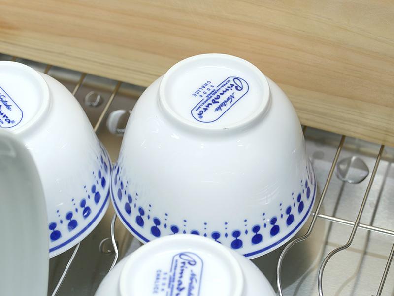 食器カゴの底に置いた湯のみの「糸じり」も完全に乾燥していた