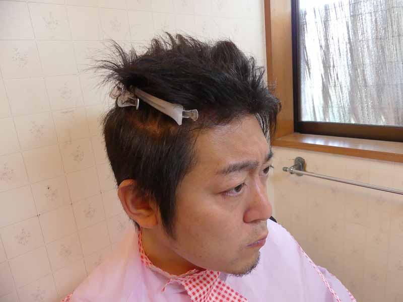 髪留めで持ち上げてまずは長めからスタート