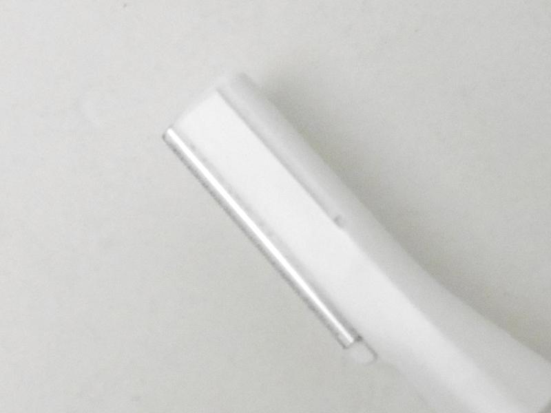 厚み約0.12mmのうす刃を採用。刃先は丸く、肌を傷つけにくいという