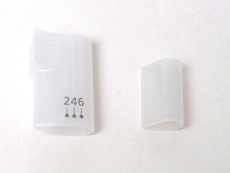 アタッチメントは、マユコーム(左)とマユカバー(右)を用意