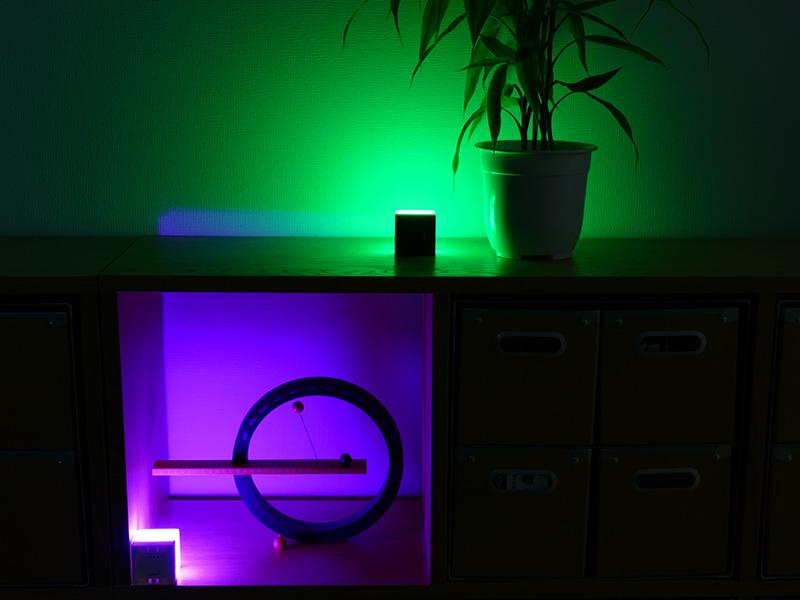 異なる2つの光色で彩れば、日常生活とは違った雰囲気作りができる。ボタンを押すだけで簡単に設定できる