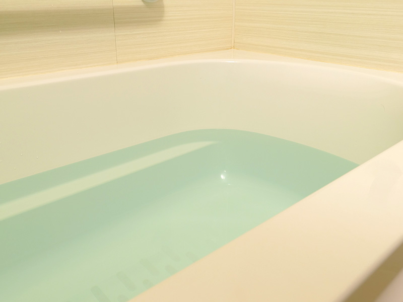普段の明かりを点灯した我が家のお風呂の様子